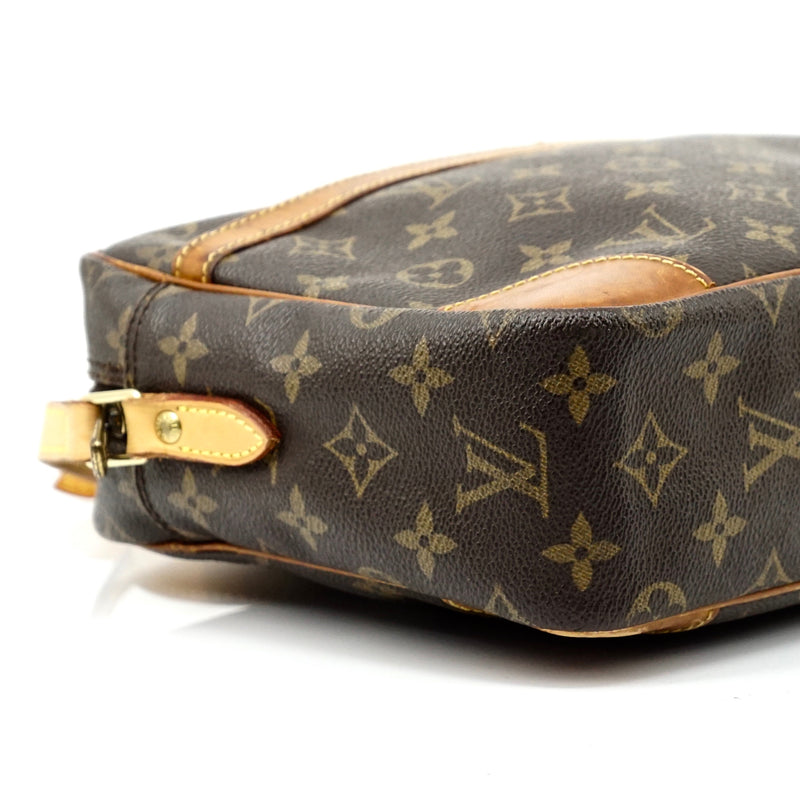Pre-loved authentic Louis Vuitton Trocadero 30 sale at jebwa