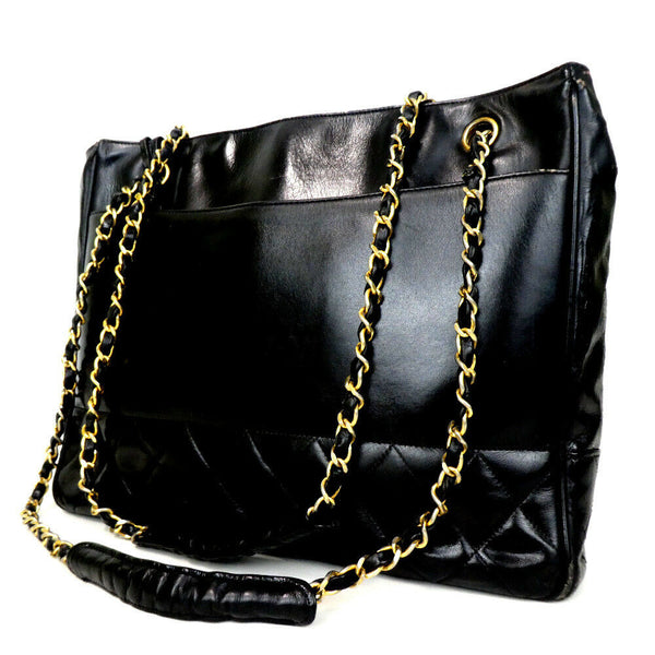Pre-loved authentic Chanel Chain Cc Charm Shoulder Bag sale at jebwa