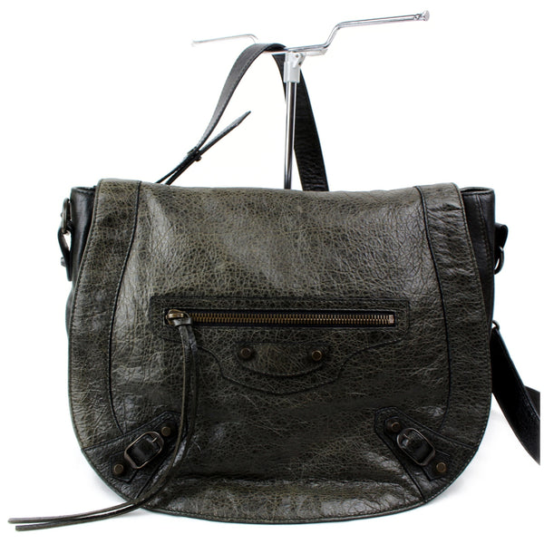 Pre-loved authentic Balanciaga Classic Shoulder Bag sale at jebwa