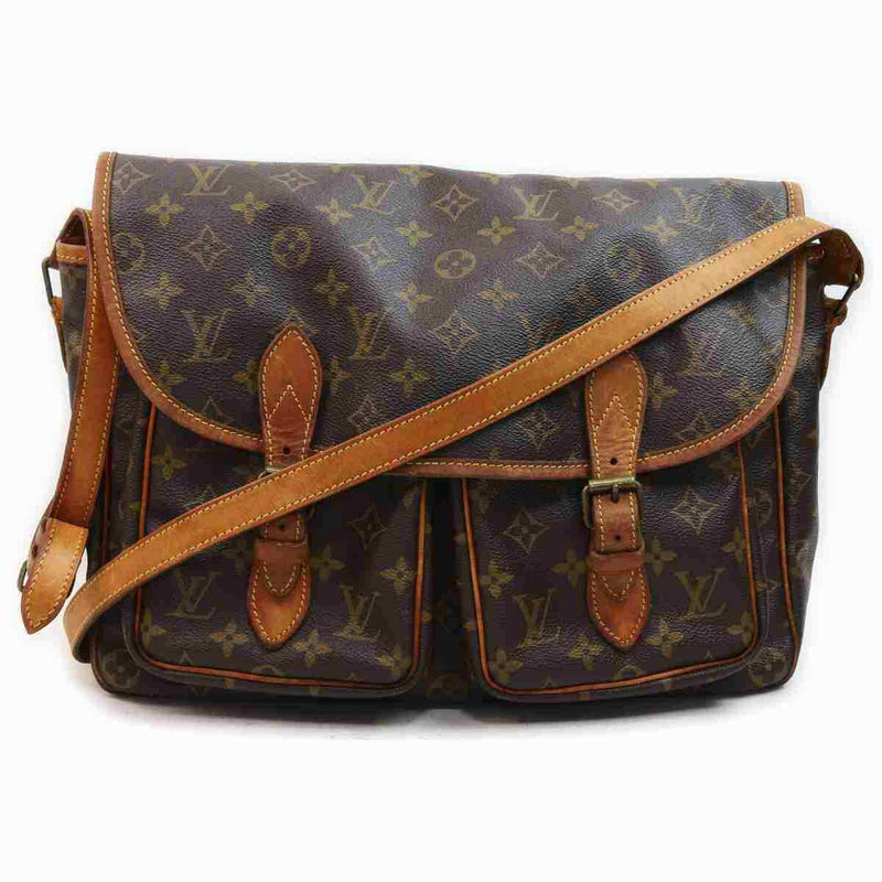 Pre-loved authentic Louis Vuitton Sac Bazas Crossbody sale at jebwa