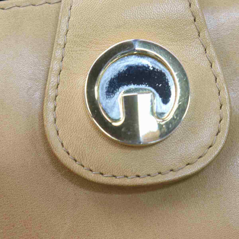 Pre-loved authentic Gucci Crossbody Bag Beige Leather sale at jebwa.