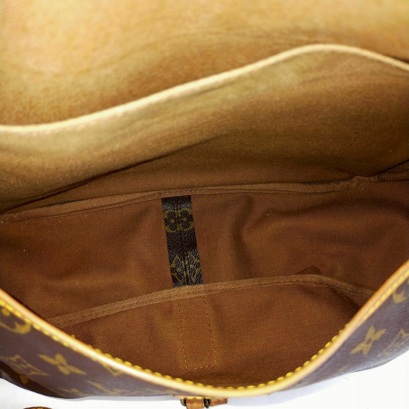 Pre-loved authentic Louis Vuitton Saumur 35 Messenger sale at jebwa.
