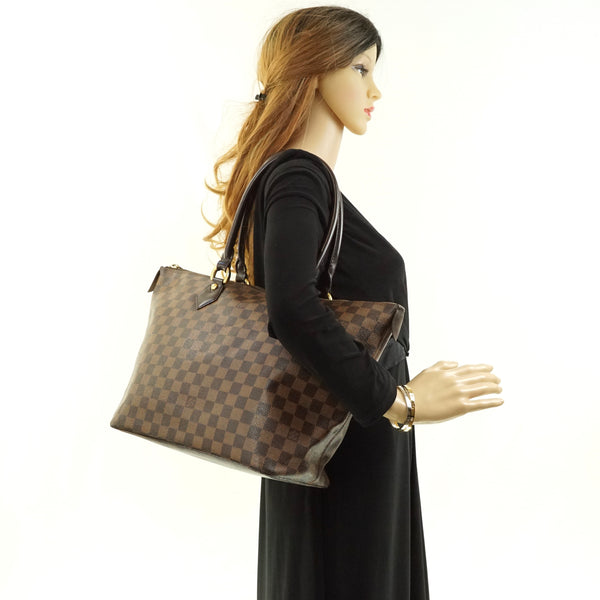 Pre-loved authentic Louis Vuitton Saleya Mm Shoulder sale at jebwa.
