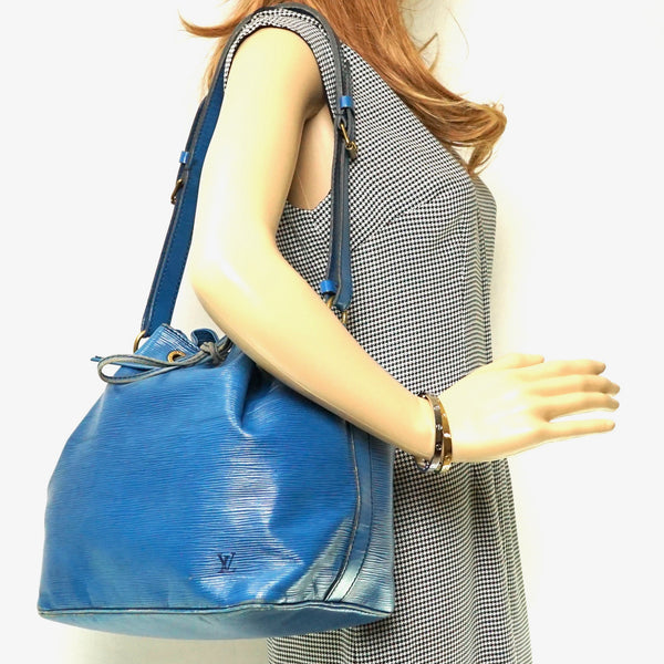 Pre-loved authentic Louis Vuitton Noe Shoulder Bag Blue sale at jebwa