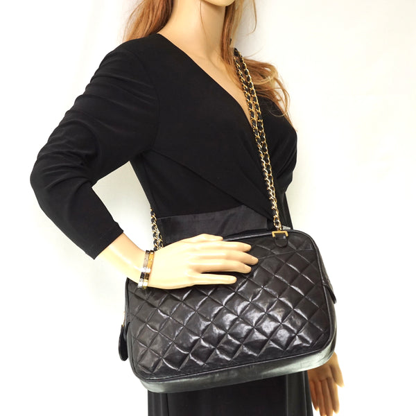 Pre-loved authentic Chanel Quilted Crossbody Bag Black sale at jebwa