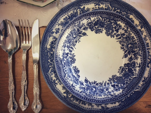 We have plenty of blue willow patterned china and I can imagine collecting a full set to use as my everyday china!