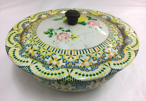 Highly decorative bowl with lid.