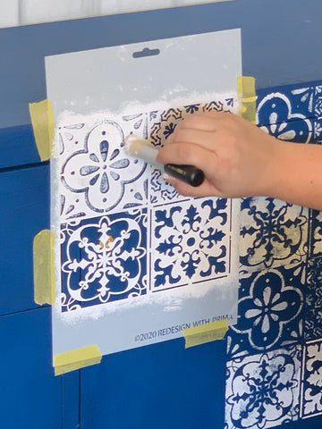 Using A Dabbing Brush To Stencil