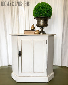 English Country Corner Unit