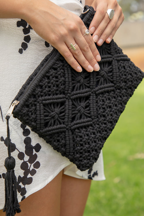 Annie Clutch in Black