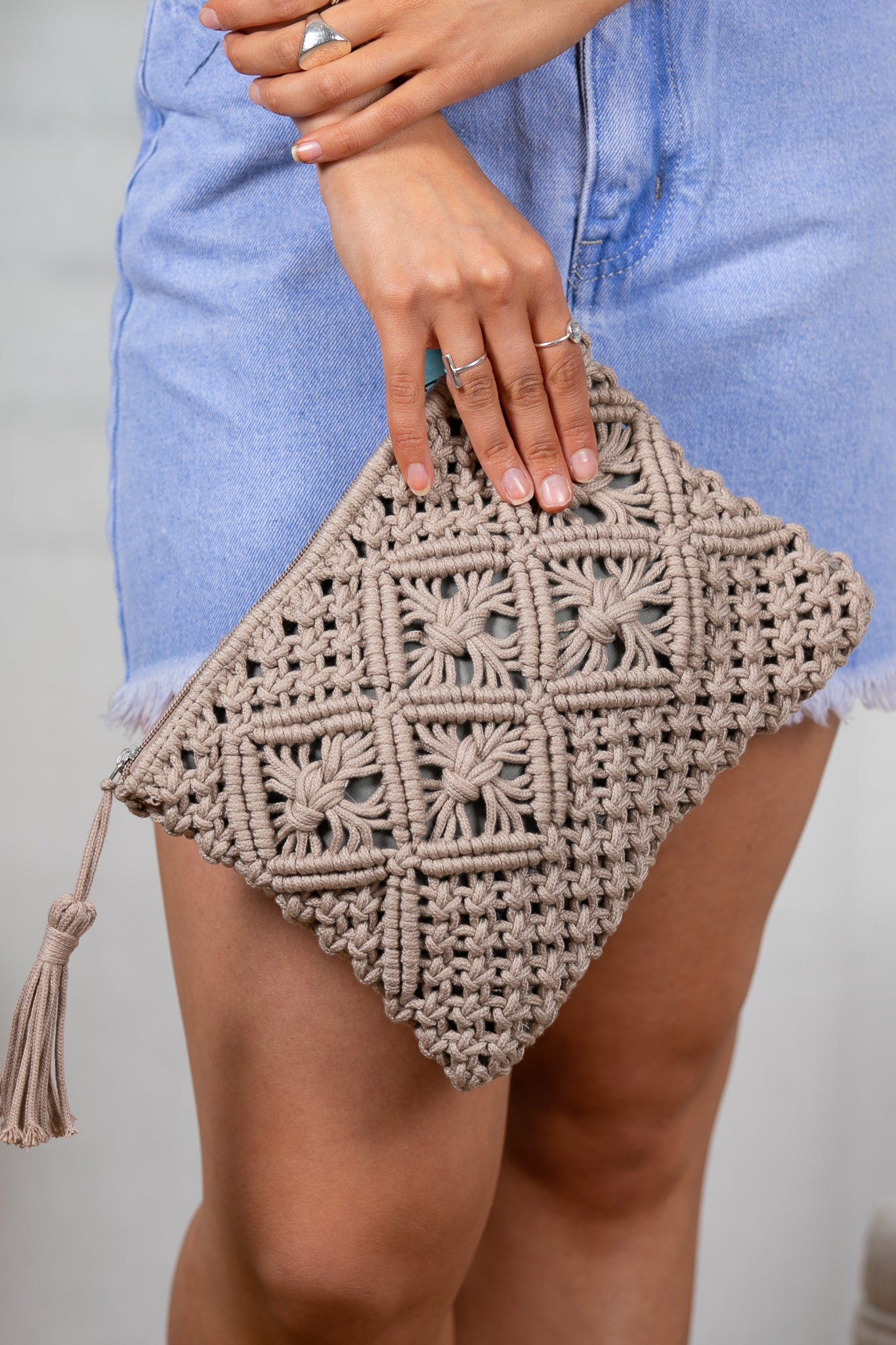 Annie Clutch in Taupe