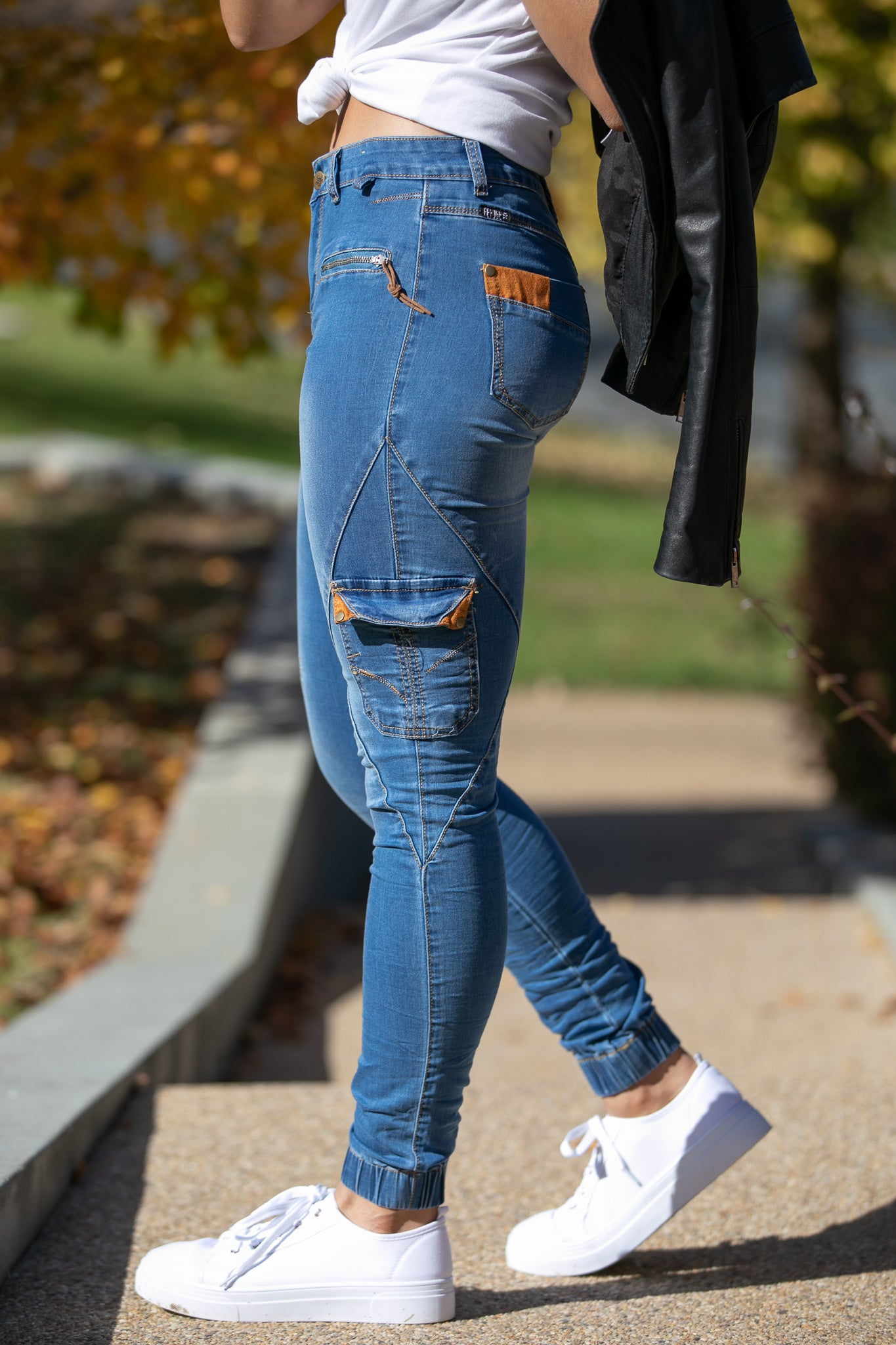 Riley Joggers in Mid Denim