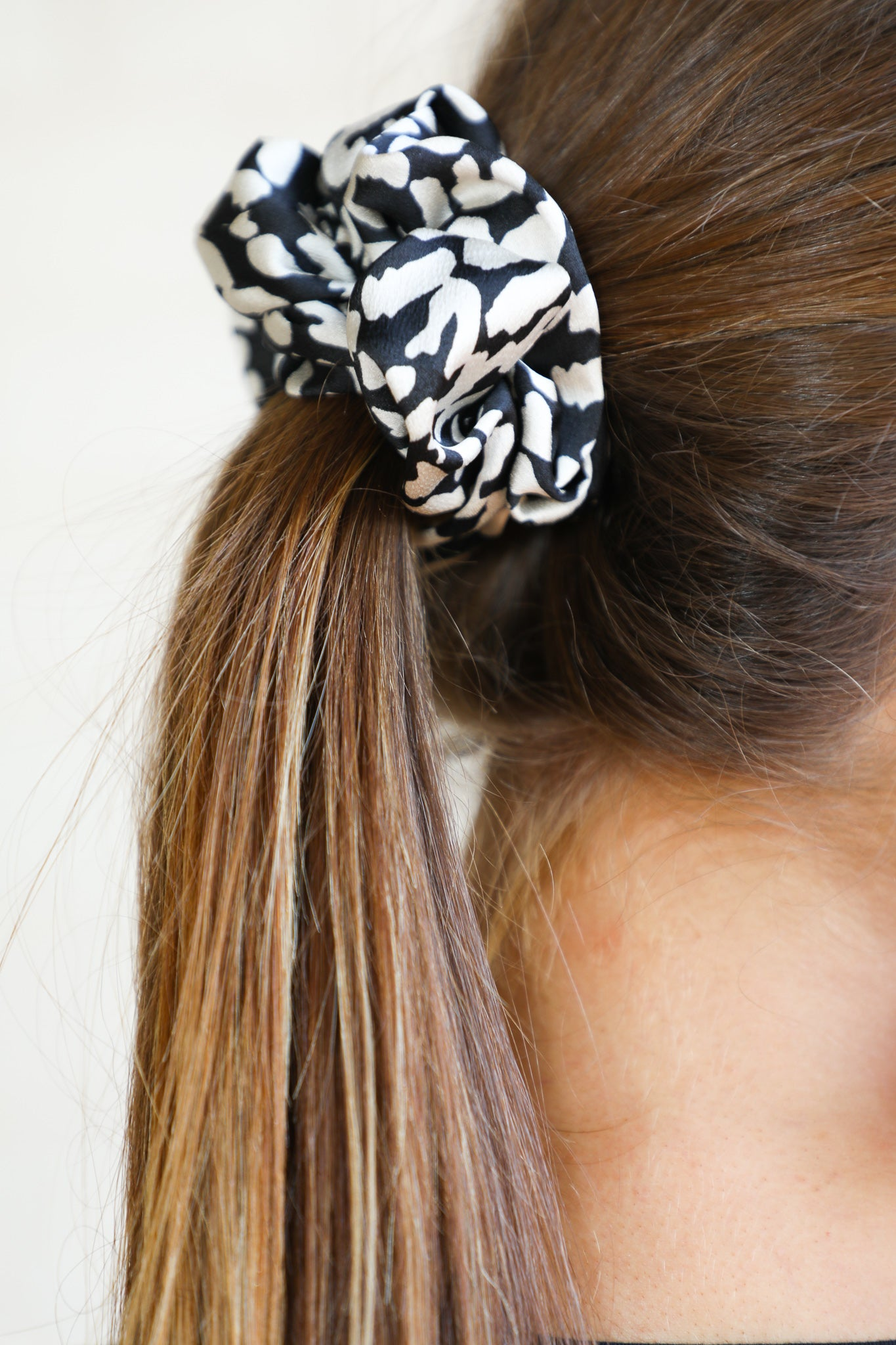 Leni Scrunchie in Black
