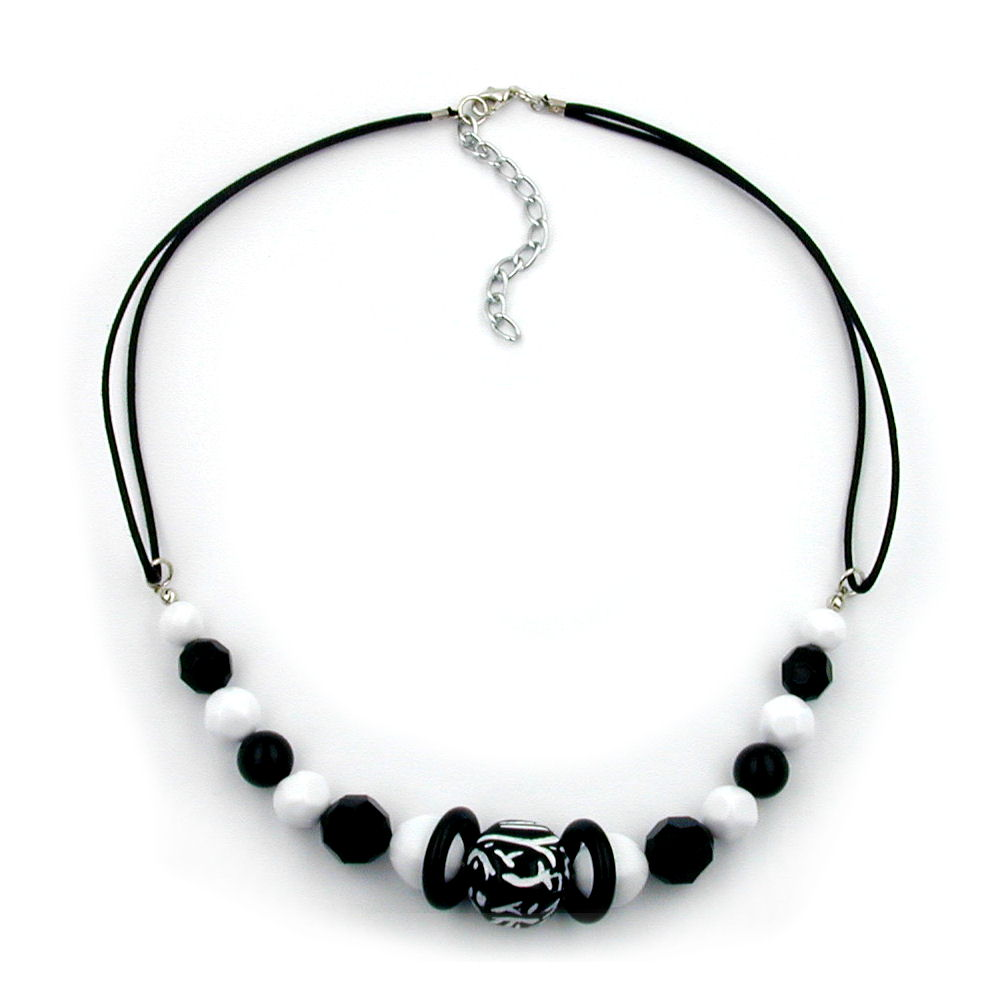necklace beaded black and white
