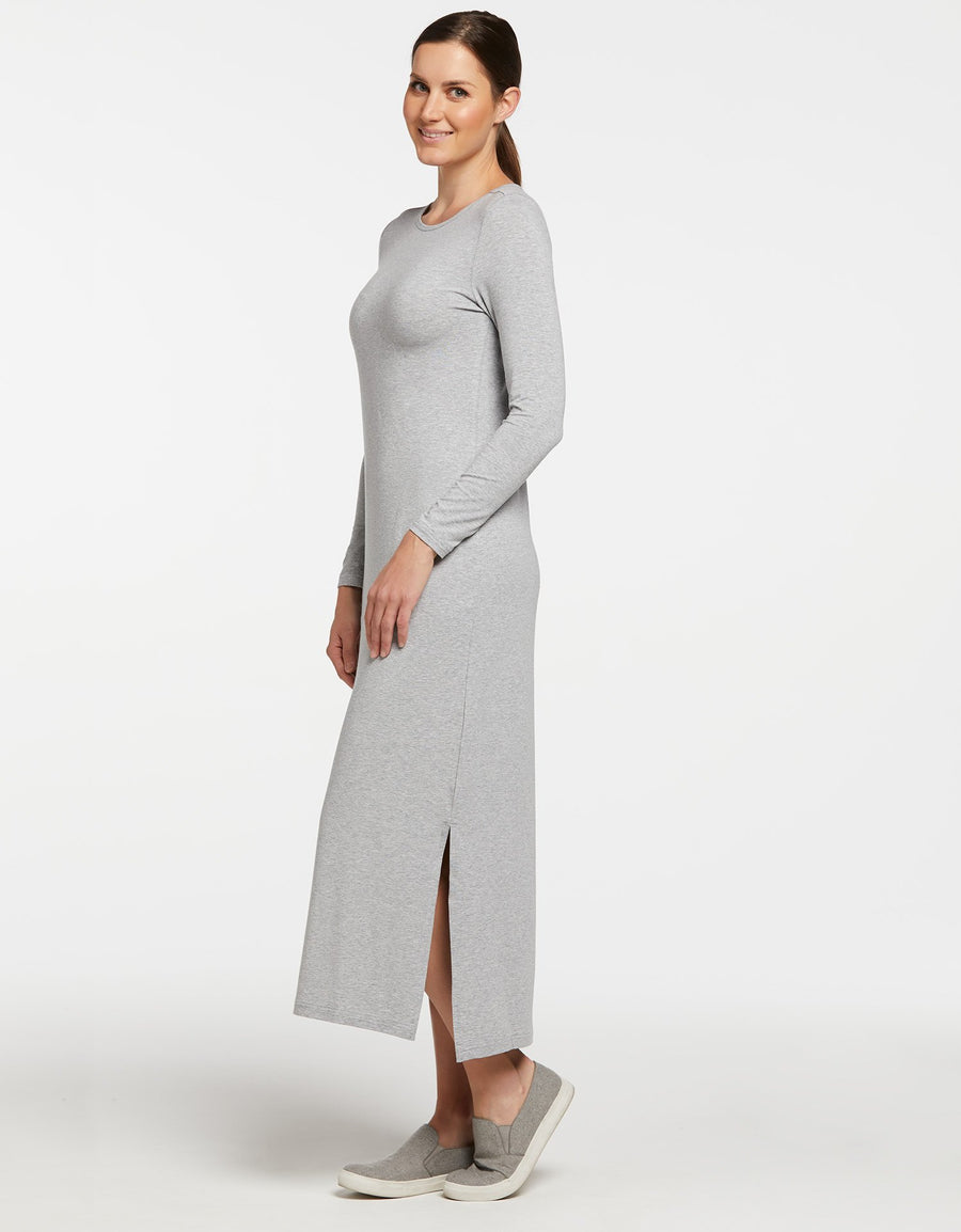 Sun protective maxi dress in Light Grey. Full body sun protection. Stylish, lightweight and suitable for sensitive skin.