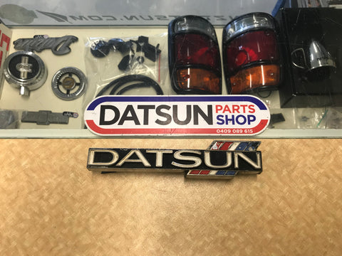 Datsun 1600 Grill Badge Used 510