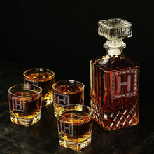 Personalized decanter, groomsmen gift ideas - CustomizationMart