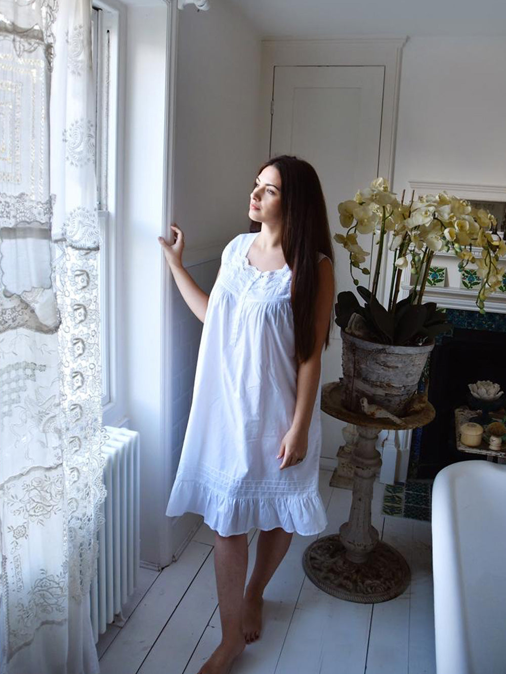Sleeveless White Pure Cotton Ladies Nightdress