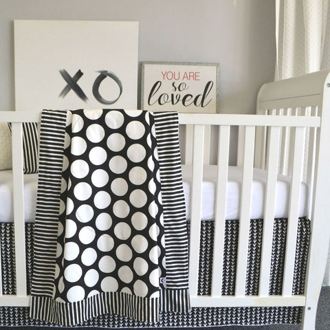 black and white big dot baby bedding set with XO art