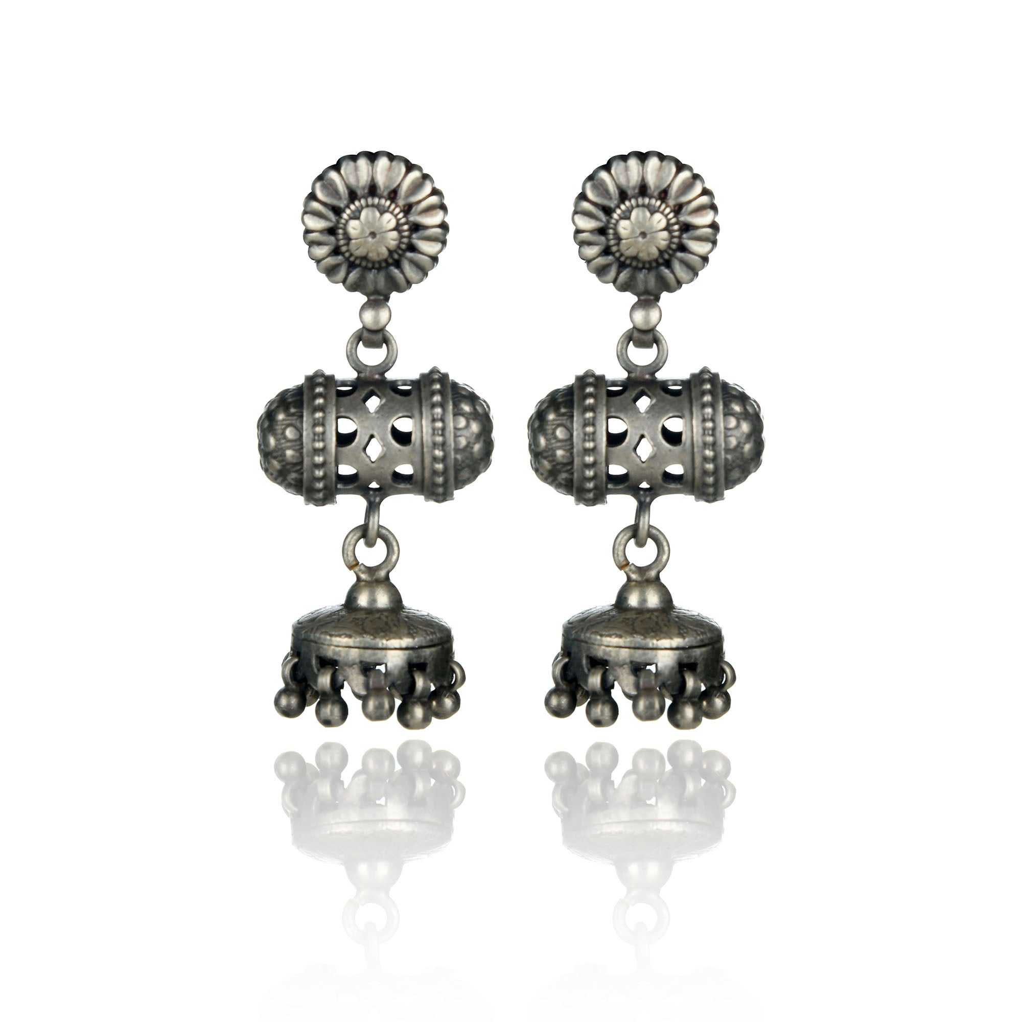 ANTIQUE STERLING SILVER EARRING.