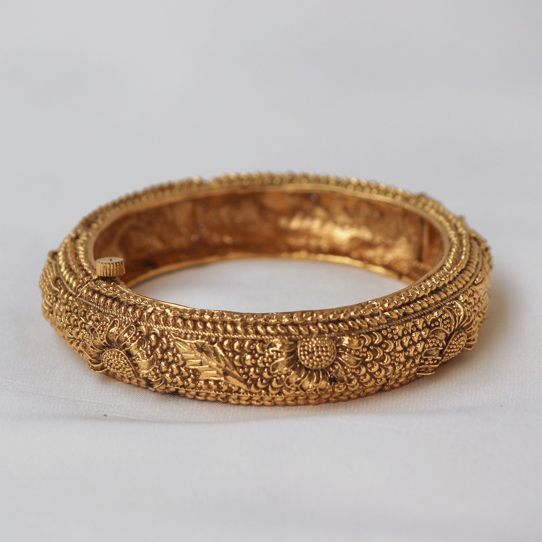 TRADITIONAL FLOWER BANGLES