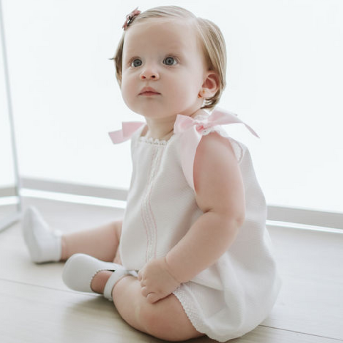 "White baby girl ""Cortito"" dress with pink details"