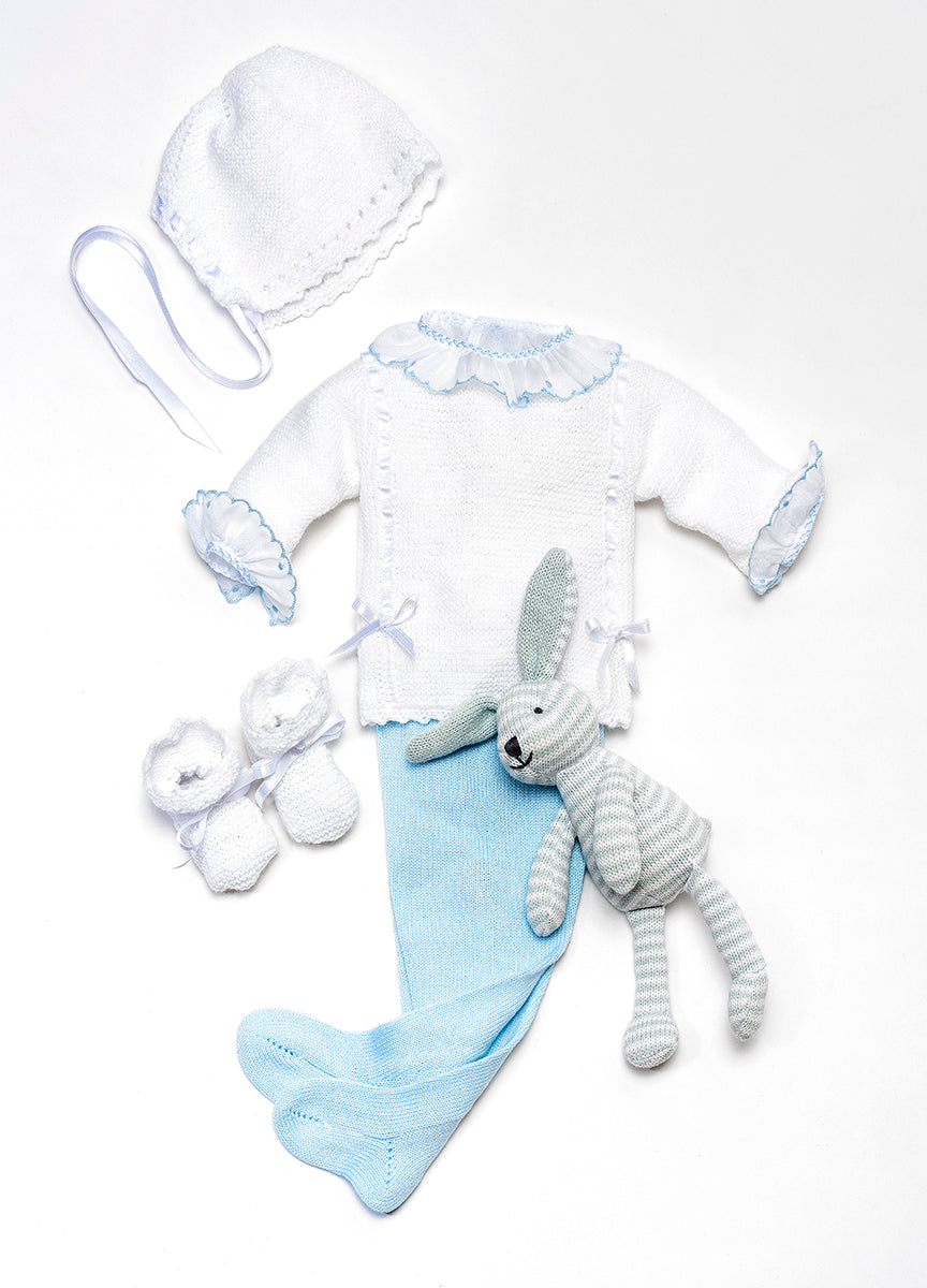 White newborn knitted set in wool