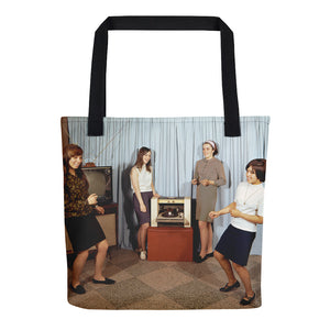 Teenagers dancing around a turntable, 1960's - Tote bag