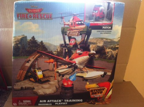 DISNEY PLANES STORY SETS - Air Attack Training Playset Includes patch vehicle