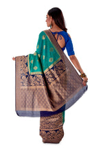 Green-base-with-blue-aanchal-and-Golden-zari-all-body-zari-work-saree-SNCS1118-4