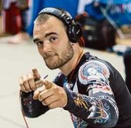 Chaim pointing at the camera at a BJJ event
