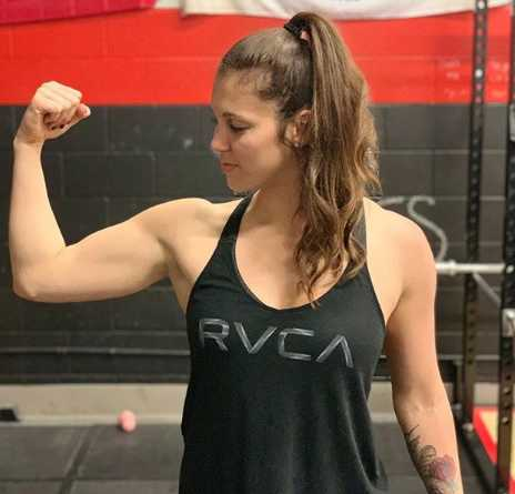Kayla Patterson Flexing
