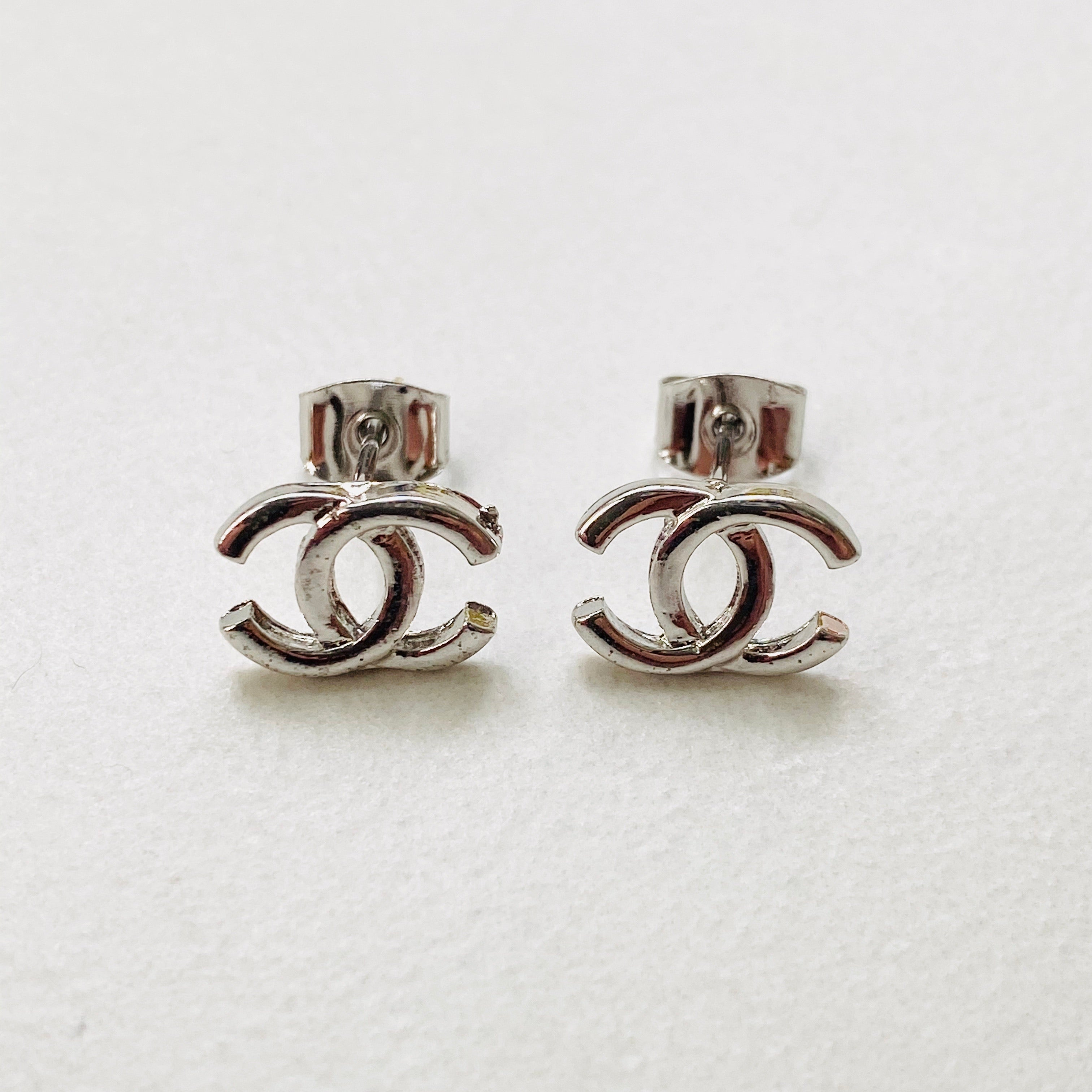 CC WhGold Med Stud Earrings