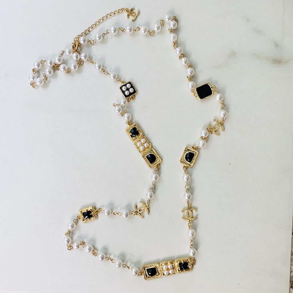 CC Black/White Pearls Necklace