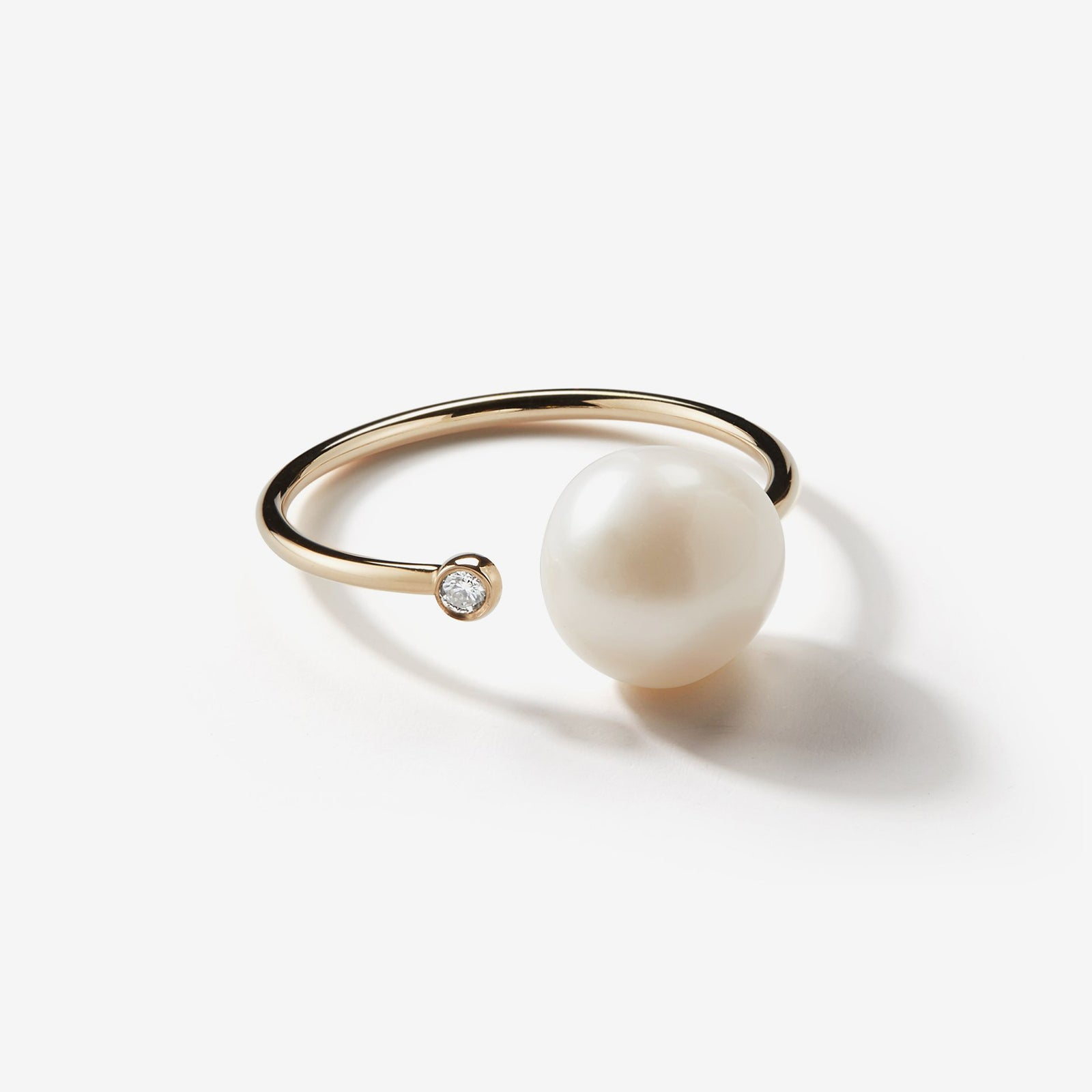 Sea of Beauty Collection.  Open Diamond and White Pearl Thin Ring  SBR9W
