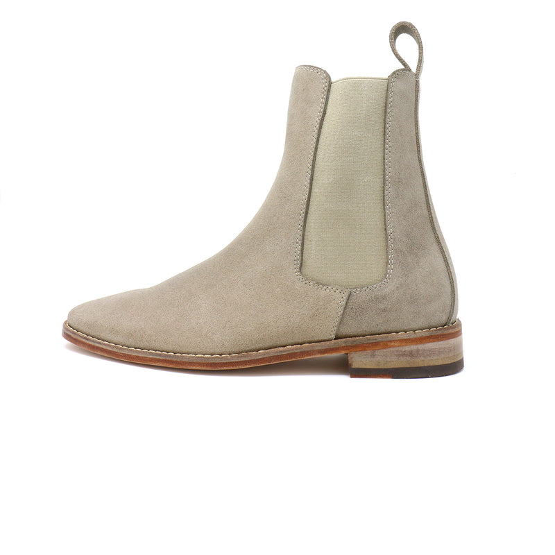 Gris Pardo Distressed Chelsea Boot