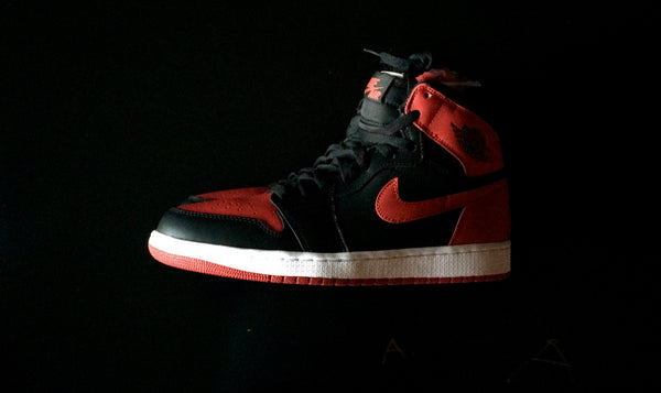 "NIKE AIR JORDAN 1 RETRO HIGH OG ""BRED"" - ATLES"