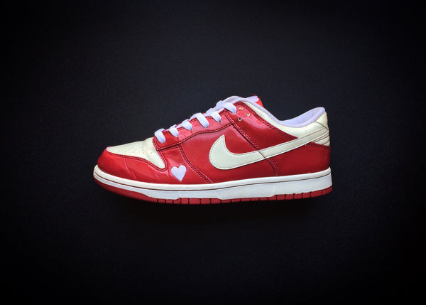 "NIKE DUNK LOW WMNS ""VALENTINE'S DAY"" (2004) - ATLAS"