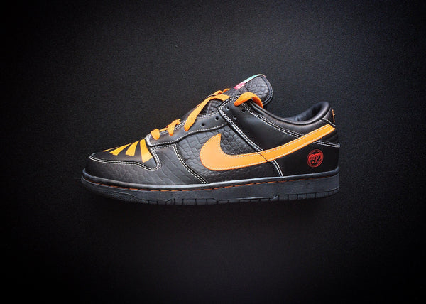 "NIKE DUNK LOW EX ID NYC ""BLACK/SUNSET - SPORT RED"" (2006) - ATLAS"