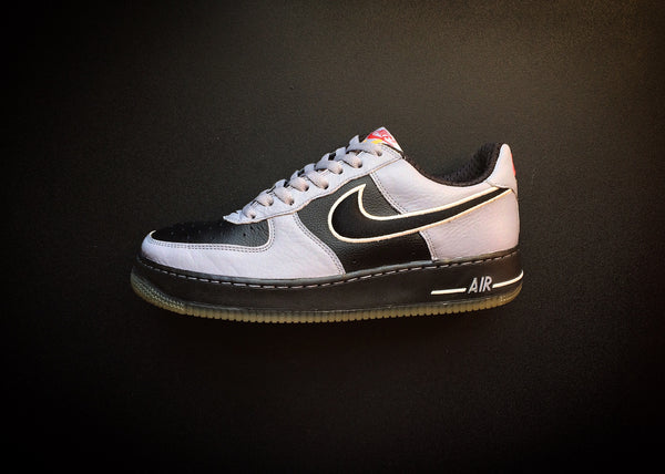 "NIKE AIR FORCE 1 LOW ""STEALTH BLACK"" (2005) - ATLAS"