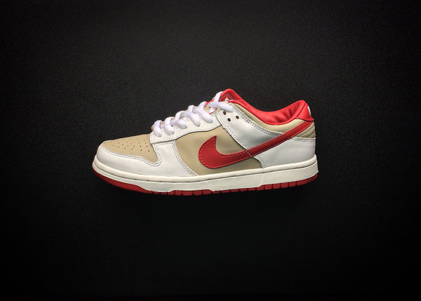 "NIKE DUNK LOW PRO WMNS ""LIGHT STONE - VARSITY RED"" (2002) - ATLAS"