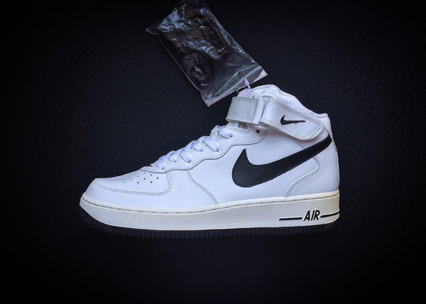 "NIKE AIR FORCE 1 MID SAMPLE ""WHITE - BLACK"" (2005) - ATLAS"