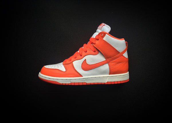 "NIKE DUNK HIGH RETRO QS WMNS ""SYRACUSE"" BE TRUE TO YOUR SCHOOL - ATLAS"