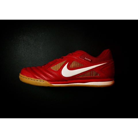 "NIKE SKATEBOARDING SB GATO x SUPREME ""GYM RED"" - ATLAS"