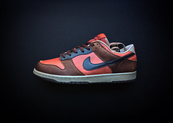 "NIKE DUNK LOW PRO ""REDWOOD - BAROQUE"" (2005) - ATLAS"