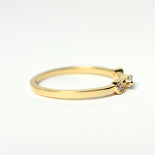 3 stone yellow gold ring
