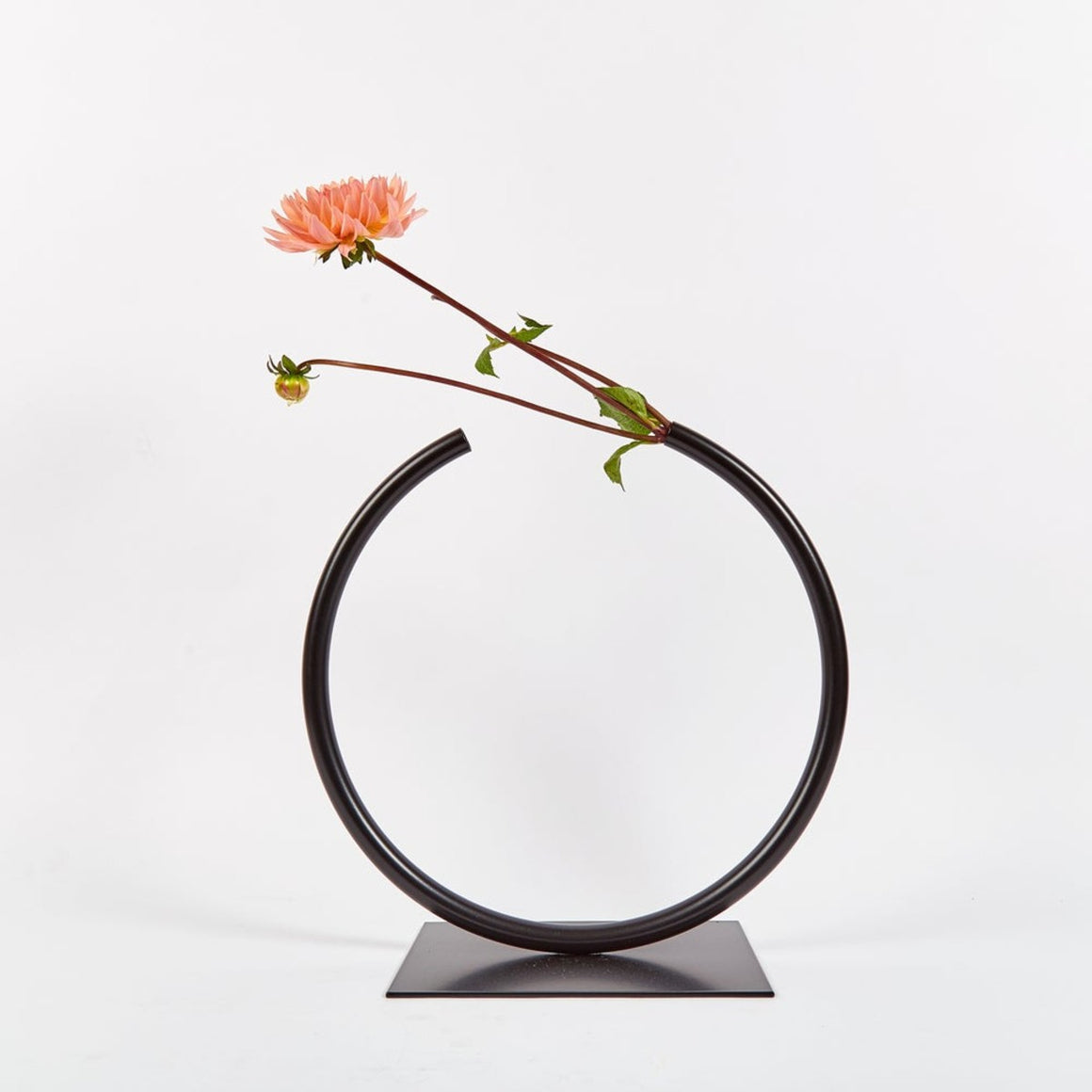 Vase | Almost a circle | black | Made by ACV Studio