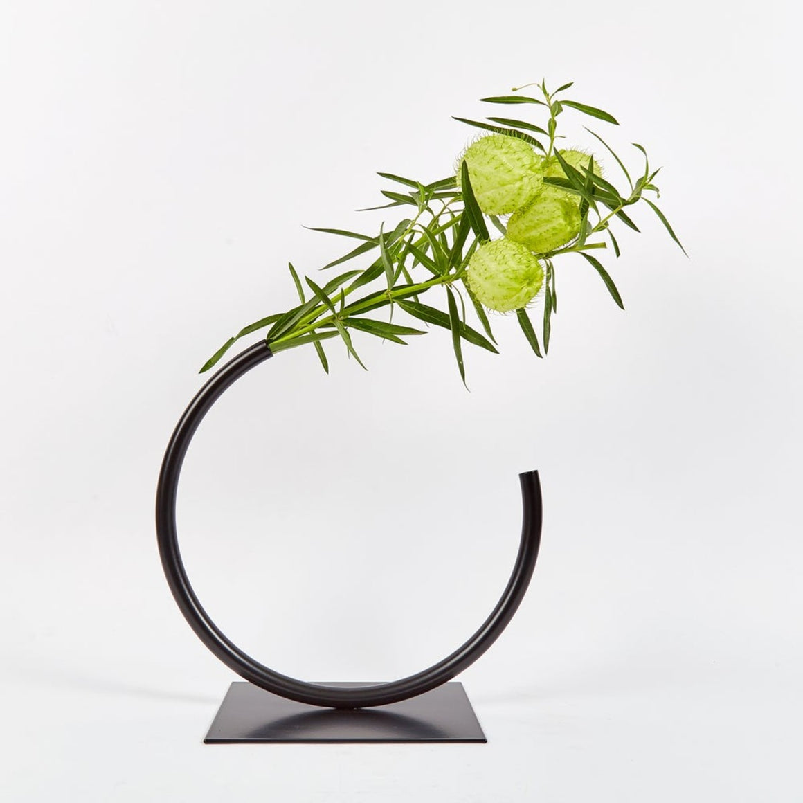 Vase | Edging over | black | Made by ACV studio