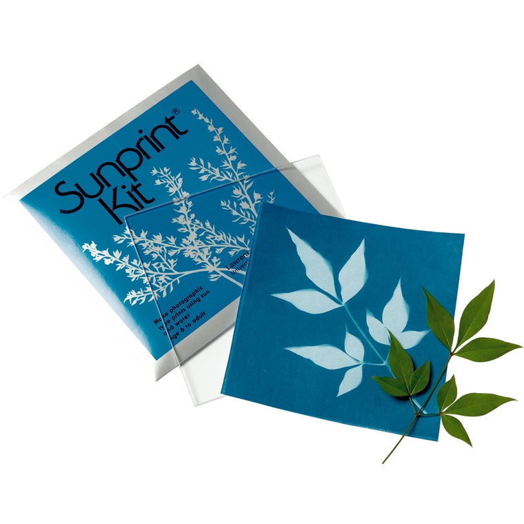 Image featuring the sunprint packaging, glass, blue sheet and leaf