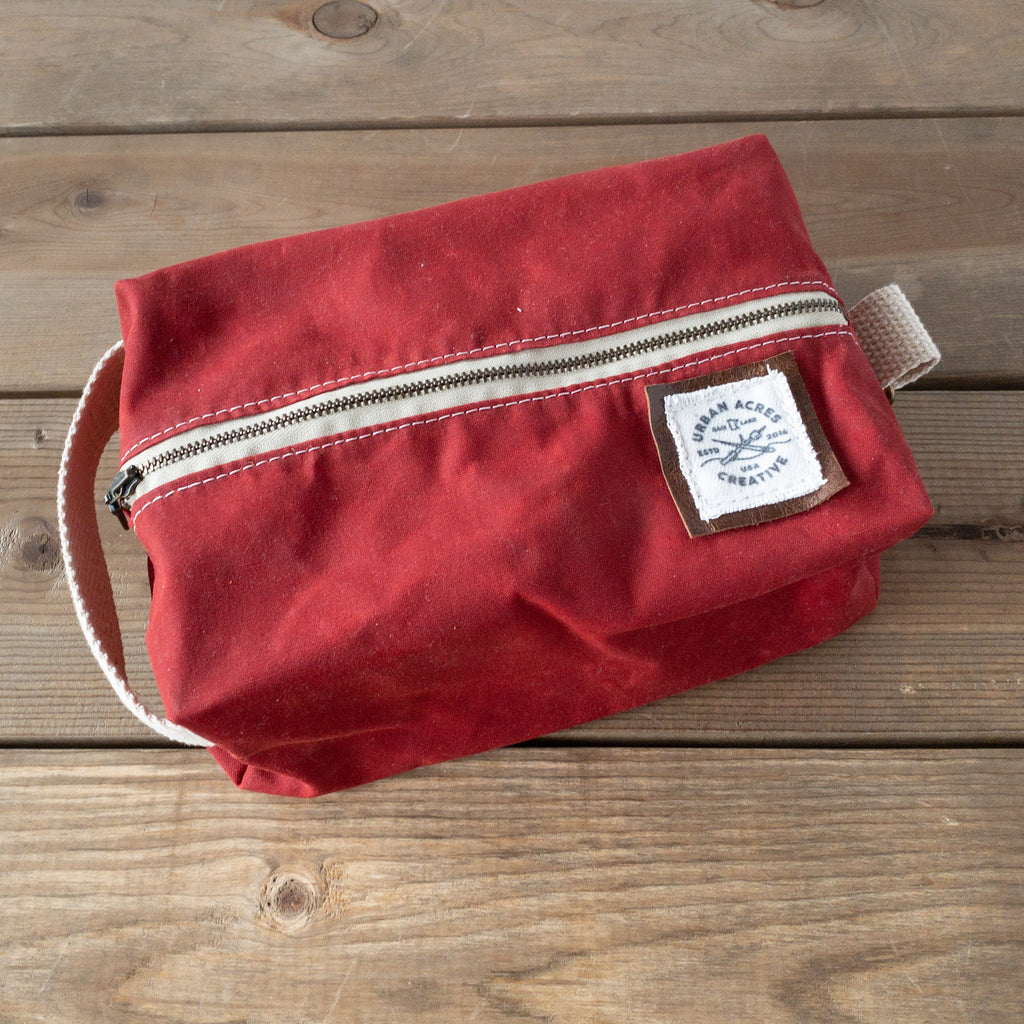COLLEGEVILLE - Dopp Kit - Red + Buffalo